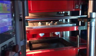铸造用水平造型机的运行工作视频