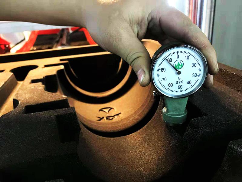 砂型铸造使用造型机造型后紧实度测试