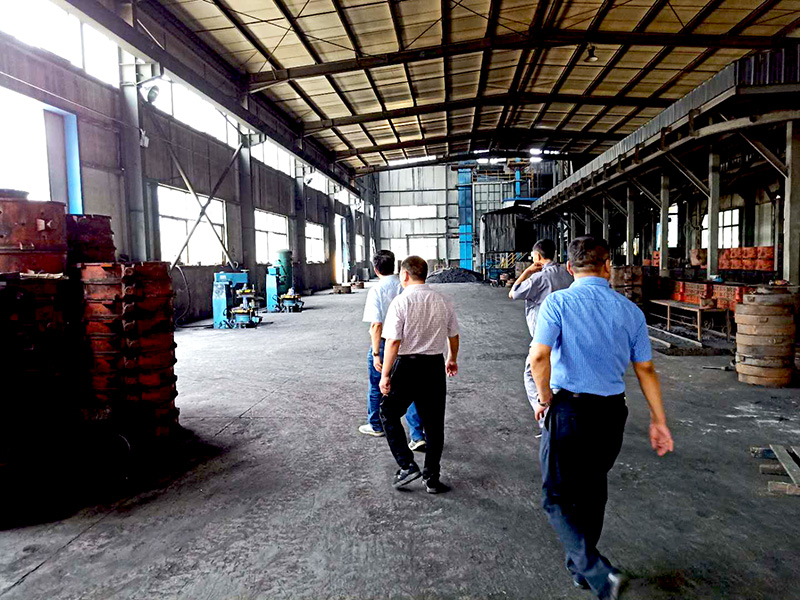 中铸机械技术人员对铸造车间整体规划及测量