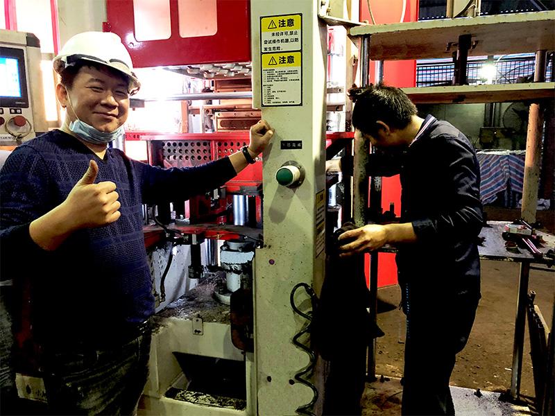 中铸机械售后人员正常维修水平造型机